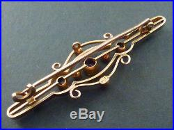 BEAUTIFUL 15ct GOLD VICTORIAN BAR BROOCH, SET WITH 3 SAPPHIRES AND SEED PEARLS